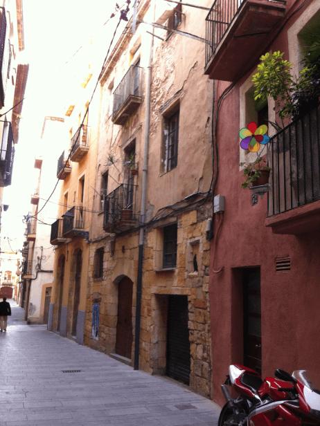 Rehabilitación fachada calle mediona en Tarragona